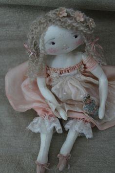 Tina aussi sucrée qu'une dragée rose...(35cm) - Le Jardin des Farfalous