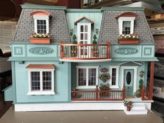 My Miniature Madness: Summer In New Orleans Casas The Sims 4, Red And White Flowers, Victorian Dollhouse, Modern Dollhouse, Storybook Cottage, Balcony Railing, Casa Real, Sims 4 Houses, Miniature Houses