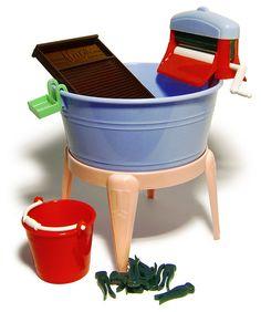 eu tinha e era meu preferido.... Marx's Toy Washing Tub, early 1950s | Flickr - Photo Sharing!