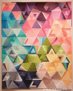 Tessellation by Jen Van Orman, quilted by Kaylene Perry.  Pattern by Alison Glass.  Photo by Quilt Inspiration.
