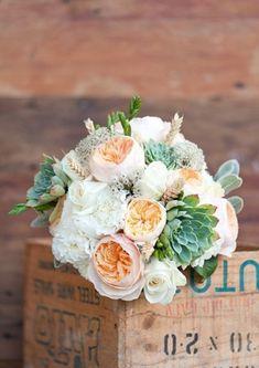 Сама нежность: свадебные букеты с пионовидными розами