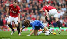 Chelseas David Luiz and Manchester Uniteds Robin van Persie fight for the ball