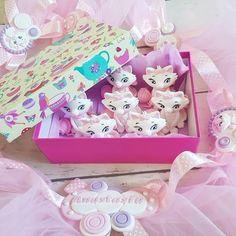 Echipa Pisicutelor Aristocrate in actiune  #figurinehandmade #pisicamarie #mariearistocats - facebook.com/islamlog -
