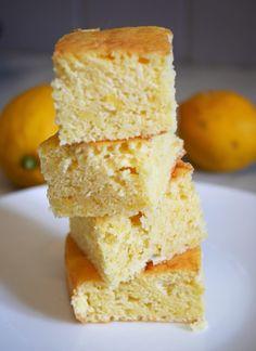Je suis absolument fan de citron, d'ailleurs ce sont les seuls desserts qui me font littéralement fondre. Ce gâteau carrés moelleux au citron a été fait pour un ami cher qui aime les gâteaux légers, pas «pouf pouf». Si c'est votre cas et que vous aimez le citron, vous allez être conquis. Ici en version …