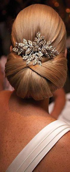Very elegant wedding hairstyle...