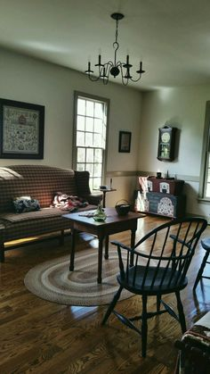 Country colonial  primitive family room