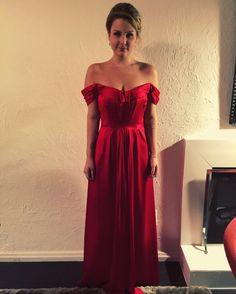 @paulacanterini divando de vermelho! Ela está desenhando uma coleção exclusiva para mães de noivos para a @thedressingproject ! Aguardem! 👀👗😍 #vestidovermelho #thedressingproject #wedding #casamento #vestidolindo #vestidolongo #reddress #followthedress