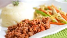 Tali's Tasty Garlic-flavoured Spaghetti & Mince Zimbabwe Food, Potato Mashers, Curry Powder, Stuffed Green Peppers, Mashed Potatoes, Carrots, Garlic, Spaghetti, Stuffed Mushrooms