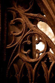Quatrefoil detail in gothic style metal work. Die Renaissance, Rust Never Sleeps, Rust In Peace, Wallpaper Aesthetic, Peeling Paint, Rusty Metal, Iron Work, Brown Aesthetic, Quatrefoil