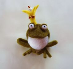 Prince Frog.Needle felted magnet. Fridge por HandmadeDollsByJulia