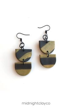 Mustard and black marble polymer clay earrings. Shield shaped dangle earrings with black earring hooks. Unique boho style earrings make the perfect accessory for a summer or fall date night outfit. Give as a unique birthday gift for sister, mother in law, or best friend. Makes a great summer birthday gift! Shop these trendy handmade earrings for women in my etsy shop! Birthday Gifts For Sister, Unique Birthday Gifts, Summer Birthday, Clay Jewelry, Boho Jewelry, Fashion Jewelry, Yellow Earrings, Women's Earrings, How To Clean Earrings