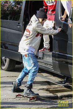 Drop Crotch Jeans, Sagging Pants, Light Wash Jeans, Justin Bieber, Blue Jeans, Skateboard, Hold On, Winter Jackets, Van