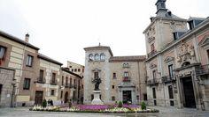 Достопримечательности Мадрида , ТОП TOP 10 мест Мадрида - Пласа де ла Вилья , Городская Площадь Plaza de la Villa