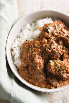 In our take on the butter chicken we had in Mumbai, boneless chicken thighs are briefly marinated in yogurt and spices, then broiled until lightly charred. Chicken Milk, Butter Chicken, Creamy Chicken, Healthy Chicken, Healthy Food, Chicken Vindaloo, Christopher Kimball, Chicken On A Stick, Boneless Chicken Thighs