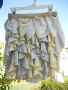 How to sew cascading ruffles tutorial.  I'm going to do this on the bottom of a jean skirt.  So Cute!!!