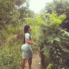 Big black booty in a tight dress Thick Girls Outfits, Curvy Girl Outfits, Thick Girl Fashion, Curvy Women Fashion, Beautiful Dark Skinned Women, Beautiful Black Women, Look Body, Tumbrl Girls, Sexy Ebony