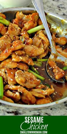 An easy honey Sesame Chicken Recipe is a family favorite for dinner! This scrumptious crispy chicken - Chicken Recipes Best Stir Fry Recipe, Stir Fry Recipes, Honey Sesame Chicken, Orange Chicken, Asian Stir Fry, Cooking Recipes, Healthy Recipes, Fruit Recipes, Food Dishes