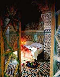 Things to Consider for Moroccan Bedroom Decor : Classic Moroccan Bedroom With Co. - Things to Consider for Moroccan Bedroom Decor : Classic Moroccan Bedroom With Colorful Tile Flooring Ideas Moroccan Design, Moroccan Decor, Moroccan Style, Moroccan Lanterns, Moroccan Arabic, Moroccan Bedroom, Moroccan Interiors, Oriental Bedroom, Purple Home
