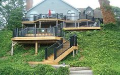 20 Insanely Cool Multi Level Deck Ideas For Your Home! 2019 Best Multi Level Deck Design Ideas For Your Home! The post 20 Insanely Cool Multi Level Deck Ideas For Your Home! 2019 appeared first on Deck ideas. Sloped Backyard, Backyard Patio, Backyard Landscaping, Deck Ideas Sloped Yard, 2 Level Deck Ideas, Steep Hillside Landscaping, Landscaping Ideas, Hillside Deck, Laying Decking