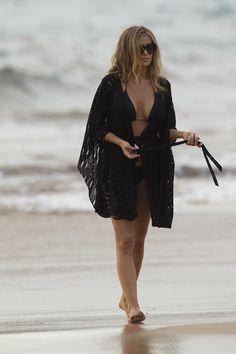 CARMEN ELECTRA [2400x3600] [VEBIDOO DE] [KIRMIZITURK COM TR] HIGHRES legs hawaii beach [28february2016sunday] [20131008138123073206026] [STUFF] JPG.jpg