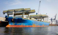 Bremer+Hafen+-+Fotoleinwand+von+Deutschland+abgelichtet+auf+DaWanda.com