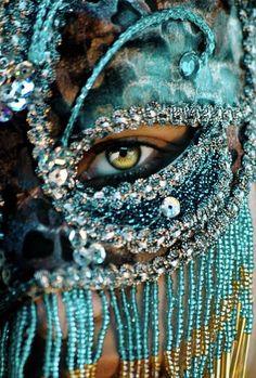 http://de-mure.deviantart.com/art/Mysterious-110883957?q=favby%3Aasilwen%2F562032=312 masks