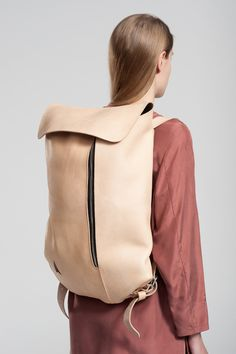 Minimalist Leather Knapsacks : Simple Backpack by Jakob Lukosch Leather Bags Handmade, Leather Craft, Unique Backpacks, Designer Backpacks, Little Bag, Clutch, Backpack Bags, Duffle Bags, Messenger Bags