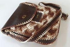 Bolsa tiracolo em couro e crochê  Bag in leather and crochet  Handmade