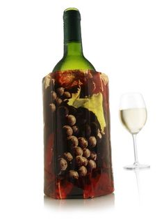 Vacu Vin rapid ice wine cooler with red grapes to keep wine chilled Cat Lover Gifts, Cat Gifts, Cat Lovers, Holiday Gift Guide, Holiday Gifts, Hostess Gifts, Christmas Presents, Cat Wine Glasses, Holiday Party Games