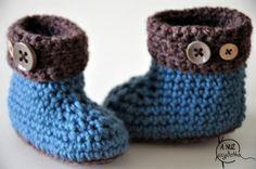Kozaczki niemowlęce naszydełku. Wzór na szydełko. Free crochet pattern.