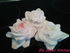 Es gibt ja, wie auch bei Blütenpaste, tausende Möglichkeiten aus Wafer Paper eine Blume zu machen. Natürlich ist es auch bei Rosen s...