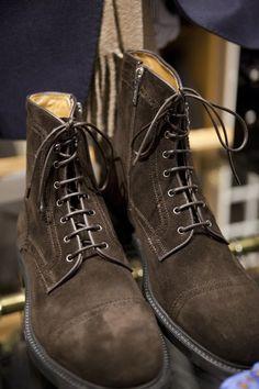 Very cool suede boots Suede Boots, Leather Shoes, Men Accesories, Accessories, Pork Pie Hat, Argyle Socks, Wingtip Shoes, Men Closet, Pinstripe Suit