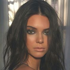 Green Smokey Halo Eye- Kendall Jenner The Estee Edit