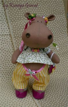 CUTE!  Free sewing pattern and tutorial, site is in Russian but Google chrome will translate.