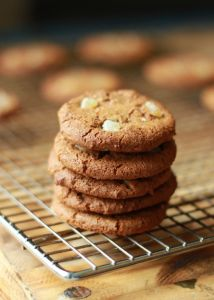 Alton Brown's Gingersnap Cookies: Three kinds of ginger (ground, fresh and candied) make all the difference. Alton Brown Sugar Cookie Recipe, Brown Recipe, Sugar Cookies Recipe, Cookie Recipes, Dessert Recipes, Desserts, Ginger Snaps Recipe, Ginger Snap Cookies, Sugar Cookie Frosting