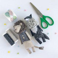 Yarn art for kids scrap 49 Super ideas Fabric Animals, Felt Animals, Baby Animals, Softies, Plushies, Lion Toys, Art Fil, Handmade Stuffed Animals, Recycled Yarn