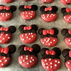 EASY DIY Adorable Minnie Mouse cookies- NO cookie cutter involved!