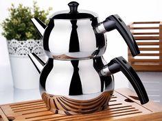 Memleketimizin her bölgesinde, her evde sabah akşam demlediğimiz çay, içtiğimiz bu çayın keyfi bir başka oluyor. Peki Çay demlerken kullandığımız demlik hem içindeki çayın biraz olsu