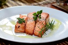 Try one of our air fryer salmon recipes for dinner today. Whether you prefer your salmon plain, with Lemon Rosemary, or Honey Ginger, air fry it. Salmon Recipes, Fish Recipes, Seafood Recipes, Healthy Recipes, Sauce Creme, Dinner Today, Glazed Salmon, Smoked Salmon, Roasted Salmon