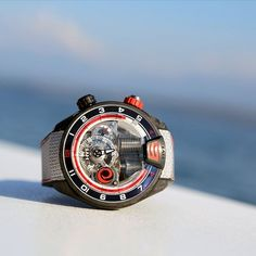 Do you remember why #HYTWatches added a second crown on the #H4Alinghi?  #ChallengeEverything