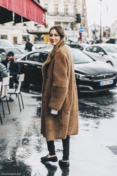 Long brown teddy coat, skinny pants, loafers. Chic