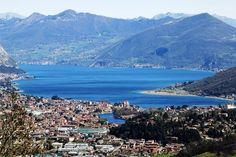 Paisagem panorâmico no lago Iseo.  Itália.