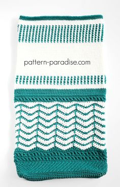 Free crochet pattern for reversible tote bag by pattern-paradise.com #crochet #patternparadisecrochet #tote #bag #redheartyarns #redheartjoycreators