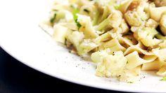 (como a couve-flor não é cozida em água, o sabor fica como o da assada) Macarrão com couve-flor ao alho e óleo | DigaMaria