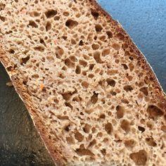 Dieses wunderbar saftige Roggen-Sauerteigbrot wird mit einem Malzstück und einem Brühstück aus Altbrot ergänzt. #brotrzepte Bread, Food, Sourdough Recipes, Rye Bread, Brot, Essen, Baking, Meals, Breads