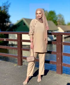 21+ Cute Hijab Fashion Outfits That Can Be Worn With Hijab This Summer For A Chic And Casual Look- Image Credit:@fa.t1ma - Check Out This Post To Put Inspiration Into Your Summer Wardrobe - Hijab Fashion Summer Dress - Casual Hijab Dress - Muslimah Fashion Outfits - Oversized Shirts -Modest Hijabi Outfits - Hijab Outfit Summer - Modest Outfits Muslim - Modest Dresses Muslim - Modest Fashion Muslimah - #hijab #modestfashion #hijabdress #hijabfashion #summerhijab #hijaboutfit #summerdresses Dress Muslimah, Fashion Muslimah, Hijab Dress, Hijab Outfit, Hijab Fashion Summer, Modest Fashion, Fashion Outfits, Modest Outfits Muslim, Modest Dresses
