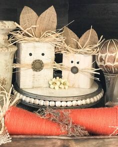 It's almost spring which signifies that it's nearly Easter. That signifies that it's time to begin interested in your DIY Easter decorations. Spring Crafts, Holiday Crafts, Easter Crafts For Adults, Wood Crafts, Diy Crafts, Diy Easter Decorations, Easter Projects, Easter Ideas, Diy Projects