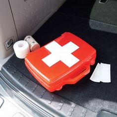 Car Emergency Kit - be prepared for any situation in a pinch with an on the go car emergency kit.