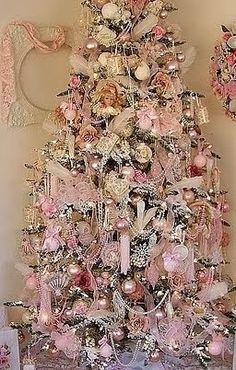 Shabby in love: Christmas tree decorating ideas Shabby Chic Christmas, Vintage Christmas, Victorian Christmas Tree, Rustic Christmas, Christmas Mantles, Primitive Christmas, Decoration Shabby, Pink Christmas Decorations, Vintage Decorations
