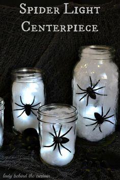 Centros de mesa iluminados con arañas para halloween. #DecoracionHaloween